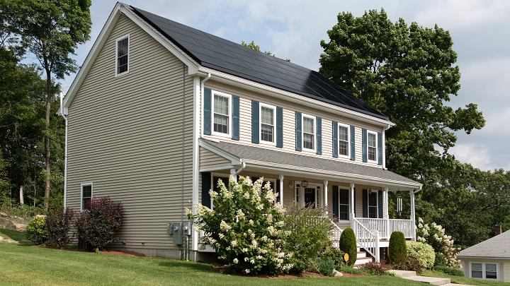 casa-con-paneles-solares